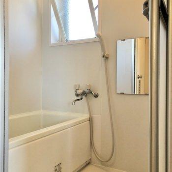 浴室も換気ができます。