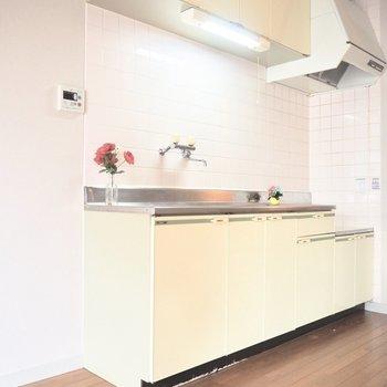 【LDK】ゆったりと動ける広々としたキッチンです。※写真は前回募集時のものです
