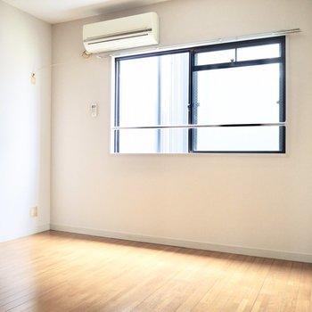 【洋室】シンプルな洋室です。※写真は前回募集時のものです
