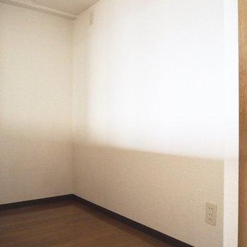 反対側には食器棚を置くスペースもあります