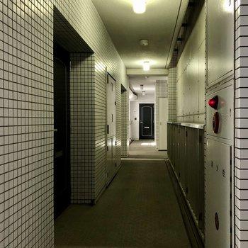 左の扉が今回のお部屋。