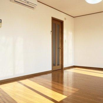 【LDK】窓の形が分かるほど日当たりがいいです