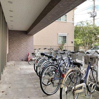 マンション横には駐輪場があります