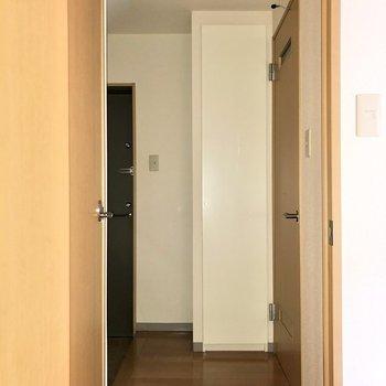 お次は廊下へ※写真は通電前のものです