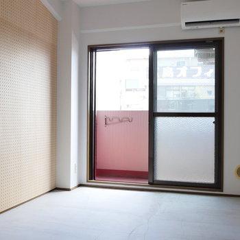 壁一面の有孔ボード!素敵に装飾しましょうね。