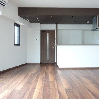 ブラウンの床が大人の雰囲気・・。(※写真は3階の同間取り別部屋のものです)