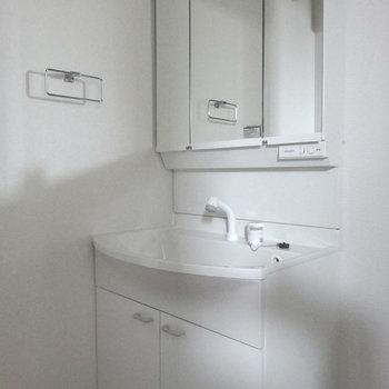 大きくてキレイな洗面台。(※写真は3階の同間取り別部屋のものです)