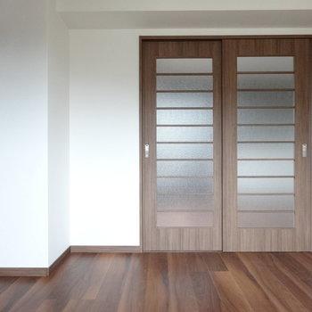 引き戸を閉めればプライベートも守られますね。(※写真は3階の同間取り別部屋のものです)