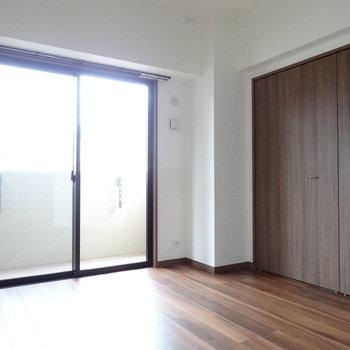 こちらは向かって右側の洋室です。(※写真は3階の同間取り別部屋のものです)
