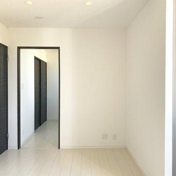 洋室とリビングは戸で仕切れます◎