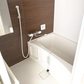 お風呂は浴室乾燥機完備◎