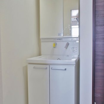 洗面も新設されてます。※写真は別部屋のもの