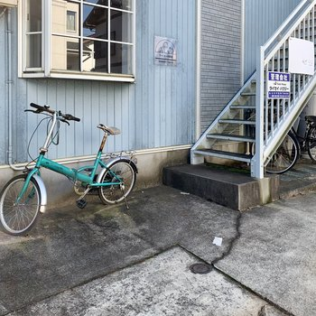 自転車はココらへんに