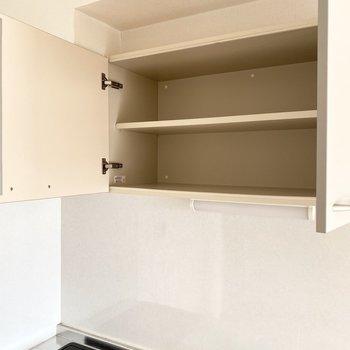 キッチン上にも収納スペースが。※写真は通電前のものです