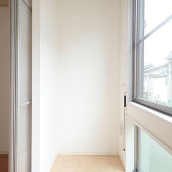 南向きなので洗濯物もバシッと干せます。※写真は2階の同間取り別部屋のものです