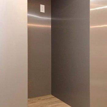 冷蔵庫置場の凹みもしっかり(※写真は10階の同間取り別部屋のものです)