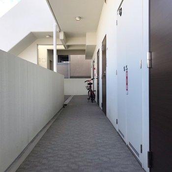 エレベーターを降りてすぐのお部屋です(※写真は10階のものです)