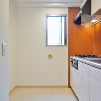 冷蔵庫に食器棚、いろいろ置けます。※写真は、同タイプの別部屋