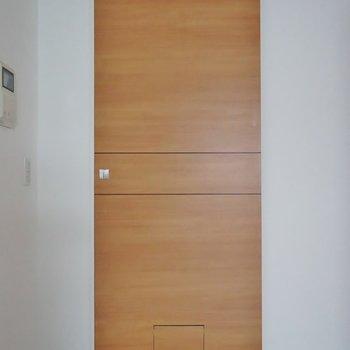 部屋の扉には全て下に、ペット用の扉◎。※写真は、同タイプの別部屋