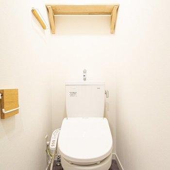 トイレだってナチュラルにする工夫がたくさん。ウォシュレット付いてます!