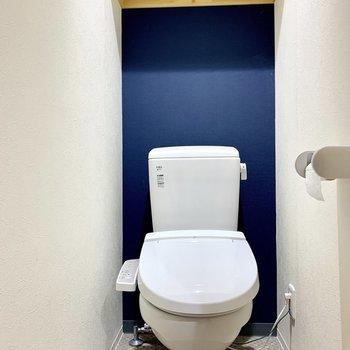トイレは爽やかなブルー!