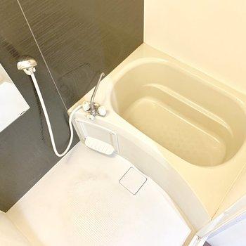 お風呂は清潔感溢れます。