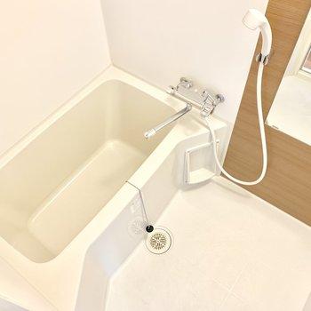 お風呂はゆったり。乾燥機付き。