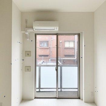 天井が高い〜!窓も大きくて気持ちよく過ごせそう。