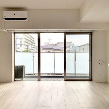 【LDK】大きな窓から光が沢山!※写真は3階の同間取り別部屋のものです