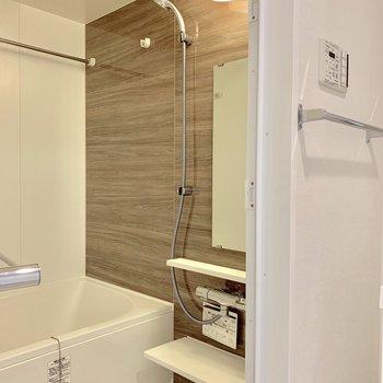 浴室乾燥機付きで雨の日でも安心※写真は3階の同間取り別部屋のものです