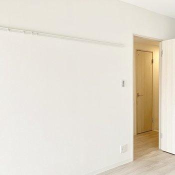 【洋室】ピクチャーレールで個性を出したい※写真は3階の同間取り別部屋のものです