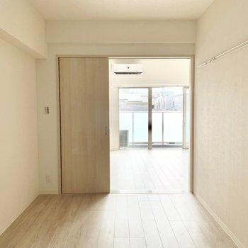 【洋室】引き戸で仕切れます※写真は3階の同間取り別部屋のものです