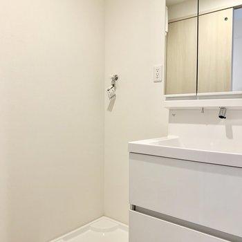 洗濯機置場は洗面台の隣v