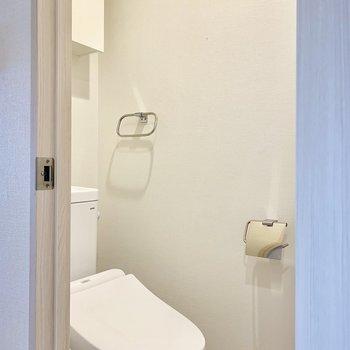 温水洗浄機付きのトイレ※写真は3階の同間取り別部屋のものです