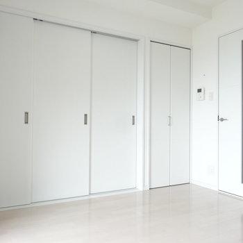 洋室とリビングは引き戸で仕切ることもできます。(※写真は10階の同間取り別部屋のものです)