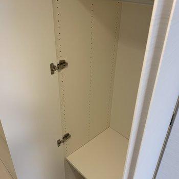 廊下に収納スペース発見※写真は5階の同間取り別部屋のものです