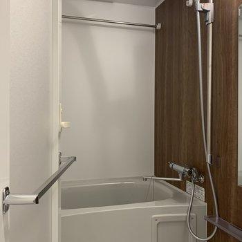 ホテルライクな浴室※写真は5階の同間取り別部屋のものです