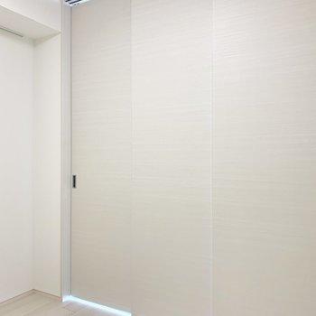 仕切るとギュッとコンパクトなお部屋が2つ※写真は5階の同間取り別部屋のものです