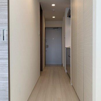 続いてはキッチンへ※写真は5階の同間取り別部屋のものです