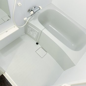 お風呂も、とても綺麗◎追い焚きなどの機能面も充実してますよ。(※写真は8階の同間取り別部屋のものです)