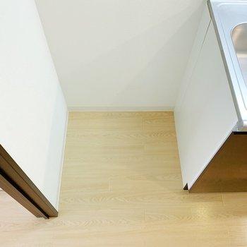 シンクの横に冷蔵庫を!(※写真は8階の同間取り別部屋のものです)