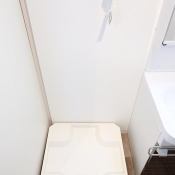 洗濯機置き場はその隣に。 (※写真は3階の反転間取り別部屋のものです)
