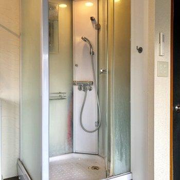 さくっとシャワーだけで済ましちゃいましょう!(※写真は清掃前のものです)