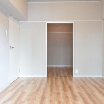 【洋室②】ベランダにつながる約6帖の洋室