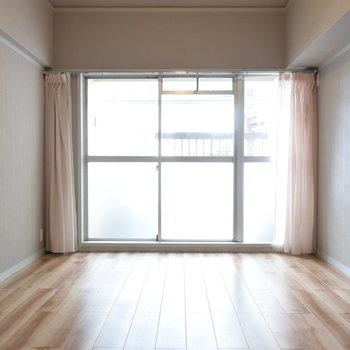 【洋室②】寝室にすれば気持ちよく目覚められそう