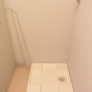 洗濯機は洗面台の後ろに置きます