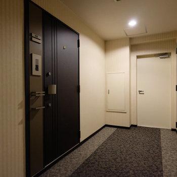 共用部はホテルのような作り。カーペットなので足音が響きません。