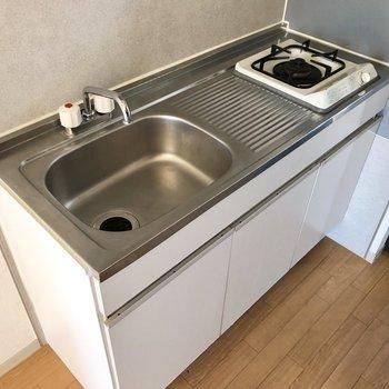 作業スペースが確保され、調理もしやすいキッチンです。