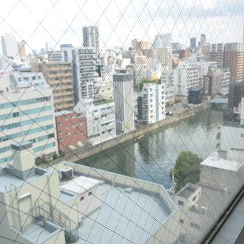 【下階】窓からは道頓堀川もちらり