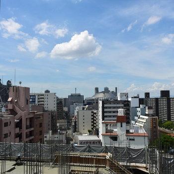 エレベーターホールからちらりと見える京セラドーム